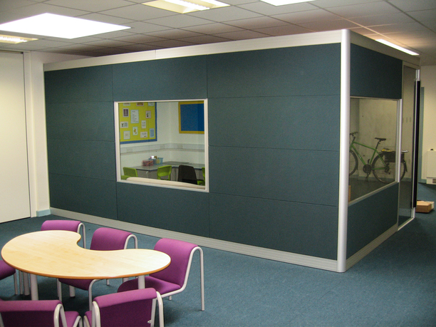 Greenleas School, standalone acoustic pod classroom with windows