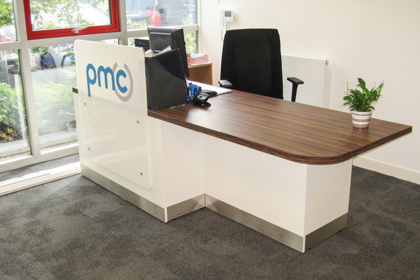 Reception counter with logo and Kind mesh chair