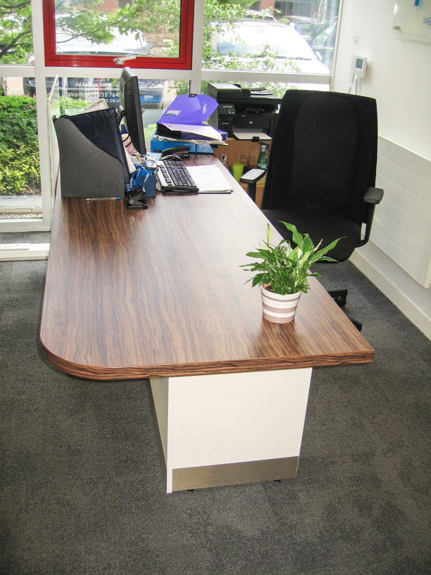 Reception counter with shaped top