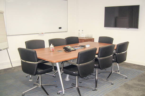 Shaped meeting table with Key swivel chairs