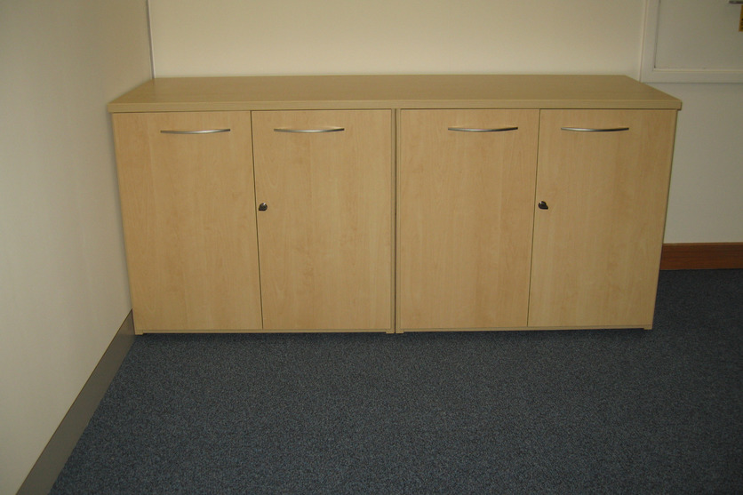 Low storage units with one top