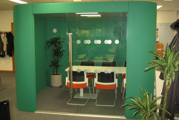 6 person acoustic meeting pod