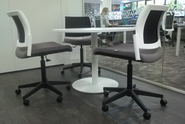 Kind meeting chairs with WSOF round meeting table on central stem