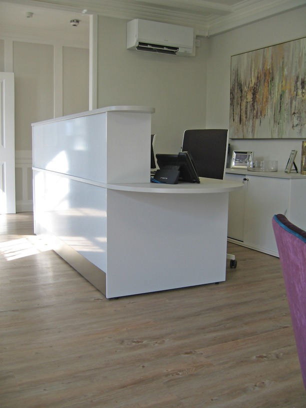 Reception counter & storage unit in high gloss finish