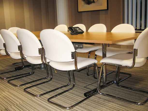 Ridgeway Health care meeting table with cantilever chairs