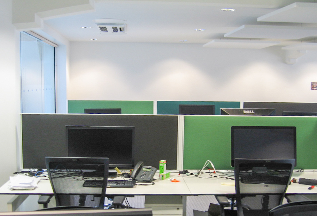 Desk mounted acoustic screens