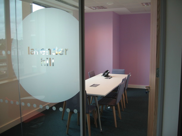 Turbonomic meeting room with manifestation on glazed partition